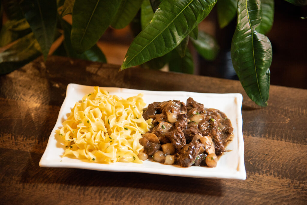beef-bourguignon-noodles-family-style-take-home-meal